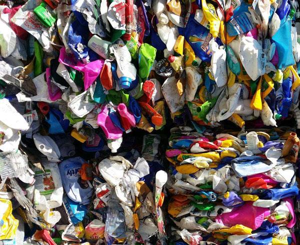turn plastic into oil