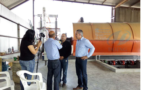 Tire scrap recycling to oil pyrolysis plant installed in Mexico and reported by local news